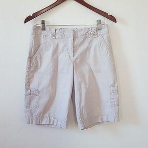 On sale!! Izod Strech short, cream/white, size 4